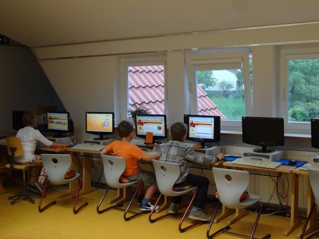 Kinder im Computerraum