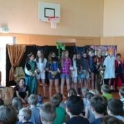 Schülerinnen und Schüler bei der Musicalauffürhung