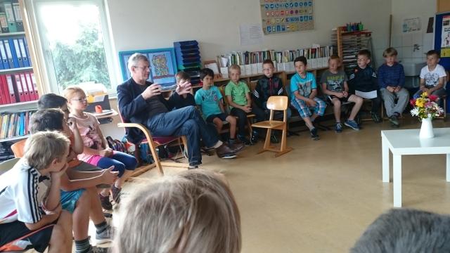 Kinder reden mit dem Bürgermeister